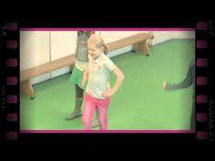 Te voet (dramaoefening bij lesmethode DramaOnline) - YouTube