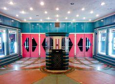 Al estilo Wes Anserson - Teatro en Roseville, California.   Galería de fotos 17 de 18   AD MX