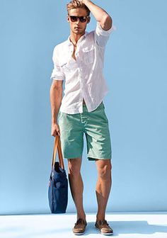 Perfect summer outfit: \with a simple white linen shirt and shades. Like the mint shorts too Guy Fashion, Look Fashion, Fashion 2015, Fashion Outfits, Fashion Shoes, Nail Fashion, Fashion Wear, Runway Fashion, Fashion Accessories