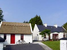 Detached Character Cottage for 6 in Gort, Gort, Galway - Book this holiday cottage now Holiday Cottages In Scotland, Cottages In Wales, Scottish Cottages, Cottages Scotland, Scotland Holidays, Welsh Cottage, Old Cottage, French Cottage, Cottage Homes