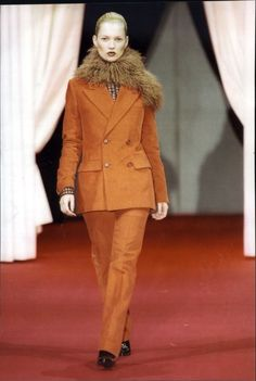 Kate Moss in a menswear look with black boots on the runway for Versace, 90s Shoes, Gianni Versace, Cool Boots, Kate Moss, 90s Fashion, Black Boots, Runway, Menswear, Pumps