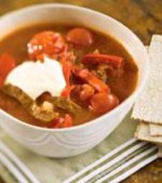 Suikalelihasta ja tomaattimurskasta valmistat keiton nopeasti.