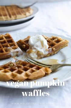 Crispy on the outside, light and fluffy on the inside, these simple vegan pumpkin waffles are a deliciously easy and lovely start to the day. Made with spelt flour, vegan buttermilk, raw sugar and pumpkin. Breakfast Bake, Vegan Breakfast Recipes, Vegan Recipes Easy, Fall Breakfast, Veg Recipes, Delicious Recipes, Recipies, Vegan Pumpkin, Pumpkin Puree
