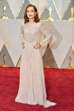 Isabelle Huppert Oscar 2017 Red Carpet Arrival: 2017 Oscar Nominees on the Red Carpet - Oscars 2017 Photos Isabelle Huppert, Award Show Dresses, Oscar Dresses, Jessica Biel, Ryan Gosling, Justin Timberlake, Marie Claire, Oscars 2017 Red Carpet, Robes D'oscar