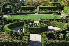 TO_GardenWorld_rose_garden_fs.jpg 600×400 pixels