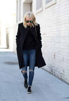 says good-bye to the coat season in J BRAND's Mid-Rise Skinny in Salem with a long coat. Autumn Winter Fashion, Winter Style, Facon, Fashion Outfits, Womens Fashion, Holey Jeans, Torn Jeans, Casual Chic, Passion For Fashion