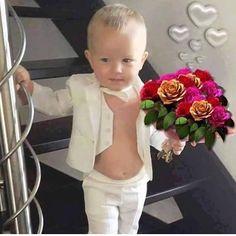 lealiliansemijoias instagram photo Happy Birthday For Her, Birthday Wishes Funny, Cute Kids, Cute Babies, Retro Hits, Cadeau Parents, Kristen Stewart Pictures, Rose Flower Wallpaper, Cute Baby Wallpaper