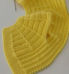 Pixel [ Knit Poncho with cap sleeves or rather a wip ] # # post was discovered by Slm, Discover thousands of images aboutdistribution of stitches for b Easy Knitting Patterns, Knitting For Kids, Knitting Designs, Baby Patterns, Baby Knitting, Baby Pullover, Baby Cardigan, Baby Girl Vest, Baby Baby