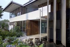 A Look Inside the Neutra VDL House
