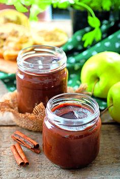 3x Vynikajúci jablkový recept! Pochutnajte si na domácej nutele, čatní či marmeláde - Pluska.sk Chutney, Preserves, Candle Jars, Jelly, Pesto, Food And Drink, Apple, Homemade, Cooking
