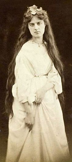 Marie Euphrosyne Spartali(Greek:Μαρία Ευφροσύνη Σπαρτάλη), laterStillman(10 March 1844 – 6 March 1927), was a BritishPre-Raphaelitepainter ofGreekdescent, arguably the greatestfemale artistof thatmovement. During a sixty-year career she produced over one hundred works, contributing regularly to exhibitions in Great Britain and the United States.
