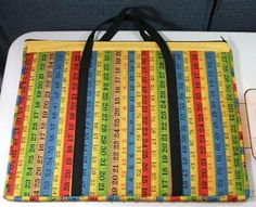 This is a super easy free pattern to make a rotary cutting mat tote. Great to store rulers and stuff inside too!
