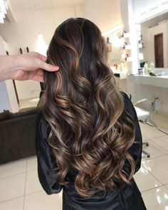 Women Hairstyles For Round Faces .Women Hairstyles For Round Faces Brown Hair Balayage, Hair Color Balayage, Hair Highlights, Hair Color For Black Hair, Brown Hair Colors, Dark Hair, Beautiful Long Hair, Gorgeous Hair, Brunette Hair