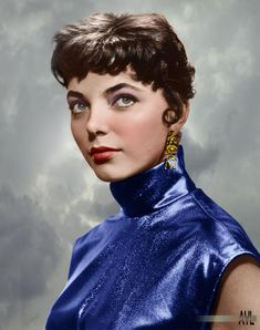 A young Joan Collins, colorized from a 1956 photo by Yousuf Karsh, with liberties on the background. Hollywood Stars, Old Hollywood Style, Hollywood Photo, Hooray For Hollywood, Old Hollywood Glamour, Hollywood Actor, Hollywood Celebrities, Vintage Hollywood, Classic Hollywood