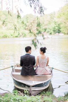 Photography : Sally Pinera Read More on SMP: http://www.stylemepretty.com/2016/07/05/romantic-central-park-pond-row-boat-engagement-session/