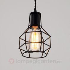 Så enkelt men likevel så tøft! Lamp, Black Lampshade, Ceiling Lights, Pendant Lamp, Lights, Pendant Light, Light Bulb, Light, Metal Shades