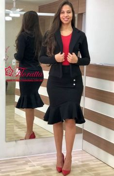 Floratta Modas - Moda Evangélica - A Loja da Mulher Virtuosa Corporate Attire Women, Corporate Fashion, Office Fashion, Work Fashion, Church Outfits, Office Outfits, Beautiful Dresses, Nice Dresses, Pencil Skirt Outfits