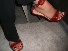Linda's shoes and toes