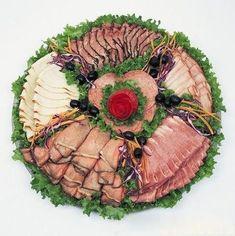 Cele mai frumoase 37 idei de platouri cu aperitive. Așa se aranjează mezelurile și brânzeturile ca să uimești toți oaspeții! - Bucatarul Meat Trays, Meat Platter, Russian Recipes, Pineapple, Appetizers, Plates, Dishes, Vegetables, Blog
