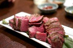 """京・吉祥寺に本店を置き「予約半年待ち」になるなどして話題騒然の""""赤身肉の聖地""""『肉山』が、 名古屋の中区・栄に第2号店を8月17日(月)にオープンしました。"""