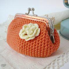 Joyas de Frivolité (tatting), artesanía en cuero, macramé, kumihimo, crochet Crochet Wallet, Crochet Coin Purse, Crochet Purses, Crochet Bags, Crochet Change Purse, Love Crochet, Knit Crochet, Belt Purse, Fabric Purses