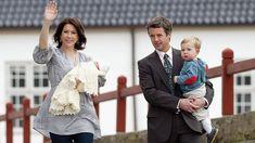 Princess Mary leaves hospital after Princess Isabella's birth, April 2007