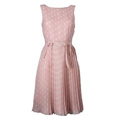 Hübsches rosafarbenes Kleid von Apart. Dieses süße  Kleid ist mit einem hübschen Tupfenprint versehen. Das plissierte Rockteil sorgt für einen eleganten Look.
