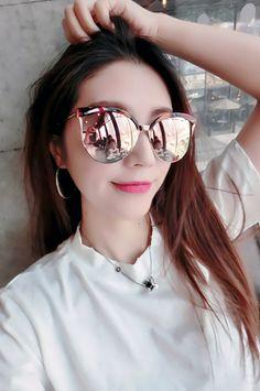 Ulzzang Couple, Ulzzang Girl, Famous Brands, Women Brands, Korean Girl, New Fashion, Eyewear, Mirrored Sunglasses, Branding Design