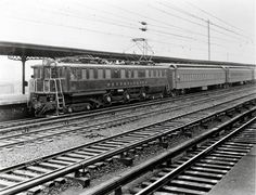 Pennsylvania P5a box-cab electric 4701 pauses at Manhattan Transfer, N.J., in the early 1930s. Problems with axle cracking convinced the PRR that the P5s were unsuitable for high-speed passenger service
