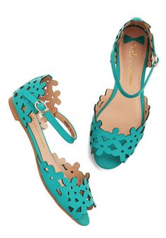 Sandals on your feet, and a smile on your face. #shoes #sandals #flats