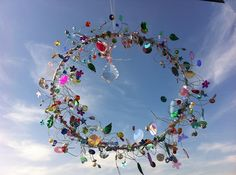 Fairies Dreamcatcher - Fairies do not need a mesh to catch dreams. - made out of a metal-ring, glas beats, silver beats, sequins and a lwhole bunch of silver wire. Wire Crafts, Bead Crafts, Diy And Crafts, Suncatchers, Garden Crafts, Garden Art, Diy 2018, Deco Marine, Diy Wind Chimes
