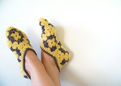 The Signature HoneyBee Slipper Bootie Socks - Adult Size - Yellow and Gray Bootie Socks, Slipper Socks, Hand Crochet, Crochet Baby, Knit Crochet, Crochet Pillow Patterns Free, Crochet Ideas, Crochet Pattern, Granny Square Slippers