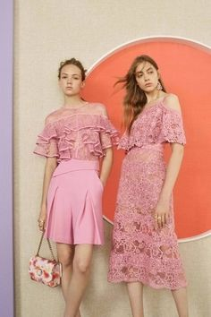 See the complete Elie Saab Resort 2017 collection.