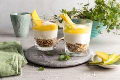 Prøv sunn ostekake i glass med mango, lime, kokos og fyldig ostekrem. Den enkle ostekaken er kun søtet med honning og kan nytes med god samvittighet.