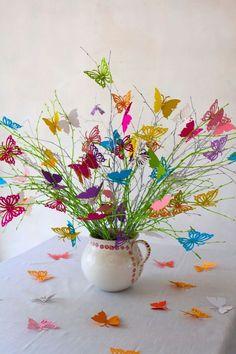 Dies ist ein wunderschöner Schmetterlingsstrauß aus verschiedenfarbigen Schmetterlingen. Die Schmetterlinge haben eine Öffnung damit man sie an den Ästen anbringen kann. Es sind 10 Schmetterlinge...