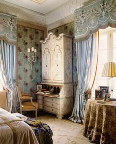 Interior Design Gallery of Interior Design Projects of Drawing rooms, Bedrooms and Halls French Interior, French Decor, Beautiful Bedrooms, Beautiful Interiors, Rideaux Design, Interior Design Gallery, Drapes Curtains, Bedroom Curtains, Drapery