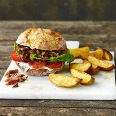 Pulled Pilz-Burger mit Backkartoffeln Gnocchi, Salmon Burgers, Tofu, Hamburger, Sandwiches, Paleo, Snacks, Chicken, Dinner