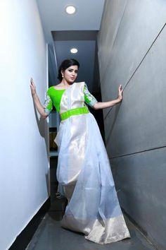 Trendy yet traditional Saree Blouse Neck Designs, Saree Blouse Patterns, Designer Blouse Patterns, Bridal Blouse Designs, Sari Blouse, Elegant Saree, Saree Look, Fancy Sarees, Sumo