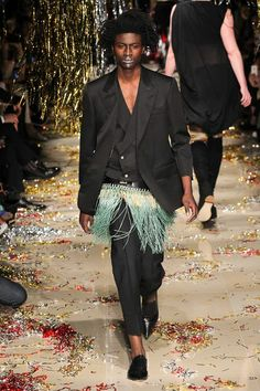 Vivienne Westwood - Fall 2015 Ready-to-Wear - Look 29 of 52 Fashion Show, Mens Fashion, Fashion Design, Two Spirit, The Vivienne, Full Length Gowns, Prabal Gurung, Suit And Tie, Vivienne Westwood