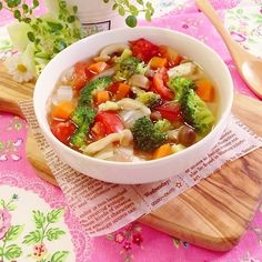 来てくださってありがとうございます!!!野菜たっぷり使って、栄養満点の作り置きスープ♡◆材料(鍋いっぱい)人参 1本玉ねぎ 1個キャベツ 1/4個しめじ 1… Soup Recipes, Healthy Recipes, Lose 10 Lbs, Tasty, Yummy Food, Light Recipes, Japanese Food, Soups And Stews, Curry