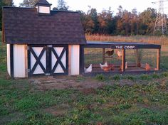 Chicken coop made from shipping pallets