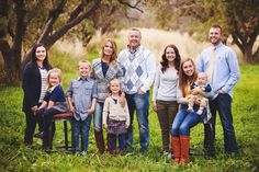 Multi-generational / large family photo Large Family Portraits, Large Family Poses, Family Portrait Poses, Family Picture Poses, Family Picture Outfits, Family Posing, Beach Portraits, Family Reunion Photos, Big Family Photos