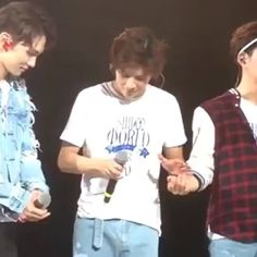 Baby Tae playing with umma and appa's hands 💖 so cute 😍✨ ~ Morning! 🤗💕 . #SHINee #샤이니 #Shawol #SHINeeWorld #온유 #Onew #LeeJinki #이진기 #Jinki #Jonghyun #KimJonghyun #김종현 #Key #KimKibum #김기밤 #키 #Minho #ChoiMinho #최민호 #Taemin #LeeTaemin #이태민 #Kpop #Kpopf4f #Kpopl4l #Korean #Korea