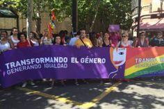 Las calles de Zaragoza toman el color del arcoiris La manifestación para luchar por la igualdad ha partido de la calle San Miguel hasta Paraninfo. M. S. Z.   heraldo, 2015-06-29 http://www.heraldo.es/noticias/aragon/zaragoza_provincia/zaragoza/2015/06/28/el_orgullo_gay_sale_calle_369873_301.html