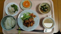 11月16日。鶏の唐揚げネギソース、小松菜と竹輪の煮浸し、ごぼうサラダ、椎茸と卵の中華スープ、みかんでした!鶏の唐揚げネギソースが特に美味しかったです!615カロリーでした
