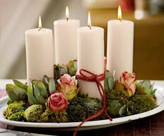 Advent wreath with roses, moss and pines cones Christmas Advent Wreath, Christmas Room, Christmas Candles, Rustic Christmas, Christmas Holidays, Christmas Crafts, Christmas Decorations, Advent Wreaths, Decoration Plante