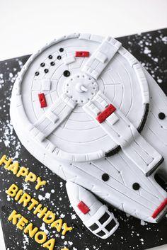 Millennium Falcon Star Wars Cake in 3 D