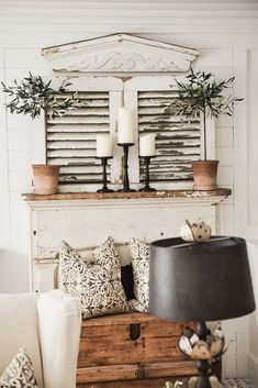 Four Simple Ways To Style A Mantel Oturma Odası – home accessories French Country Rug, French Country Decorating, Modern Country, Rustic Modern, Modern Luxury, Modern Decor, Home Decor Bedroom, Living Room Decor, Dining Room