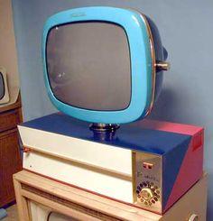 Retro TV! :) Vintage Television, Television Set, Old Technology, Tv Sets, Retro Futuristic, Vintage Interiors, Vintage Tv, Mid Century Decor, Retro Home