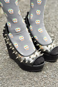 ♥ the Spikey Shoes & the socks gives me the urge to play SNOOD:)